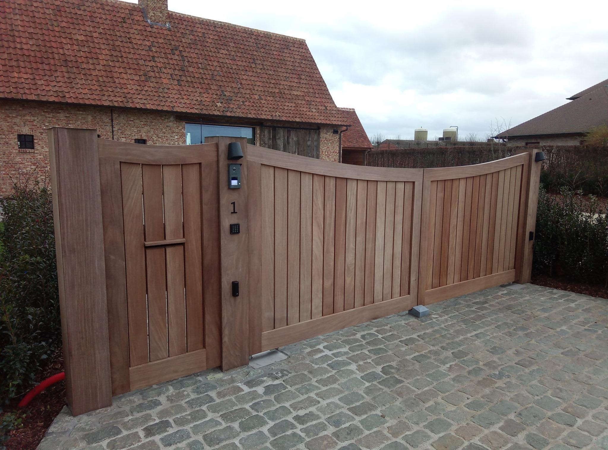 houten poort afrormosia